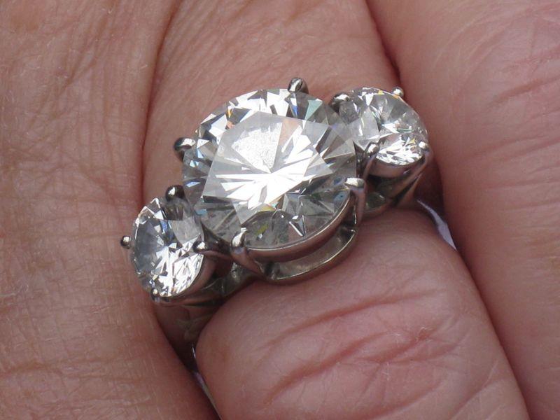 Three Stone Round Brilliant Diamond Ring