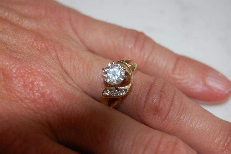 Round Brilliant Engagement Ring Set in Yellow Gold